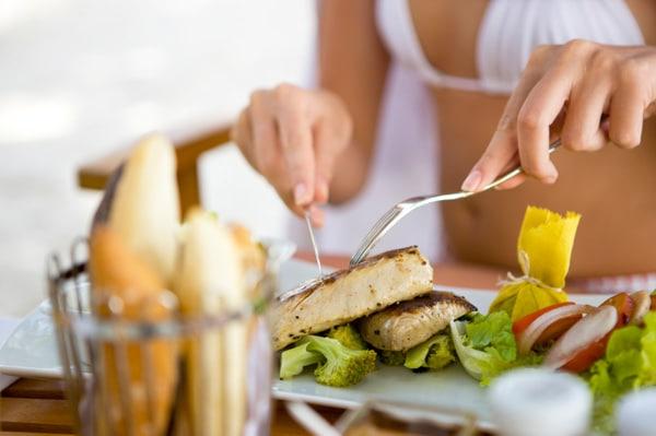woman-eating-fish